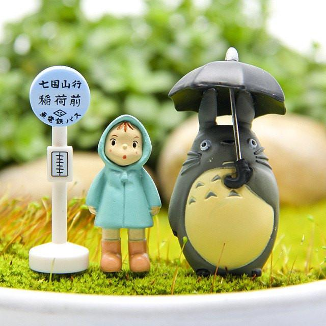 Totoro at the bus stop - ghibli.store