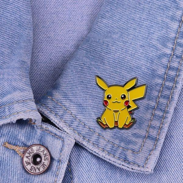 Pokemon – Sitting Pikachu Badge Pins